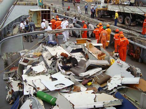 Understanding Air 447 crash of an airbus a330 in fernando de noronha 228 killed