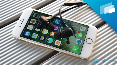 iphone 7 7 plus how do you pair wireless headphones