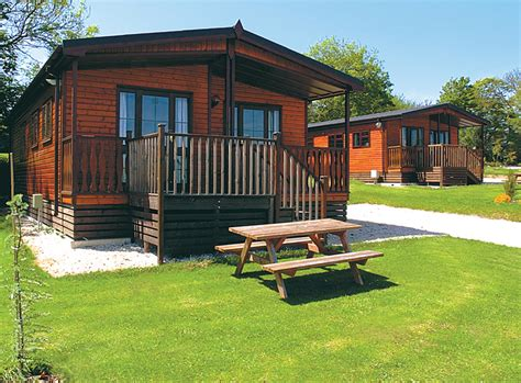 log cabin lodge lodge holidays log cabin rentals pitchup