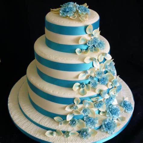Turquoise and cream round wedding cake   Supercakes   Diane Fry