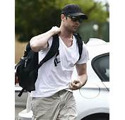 Oscar Pistorius Reports For Community Service In South