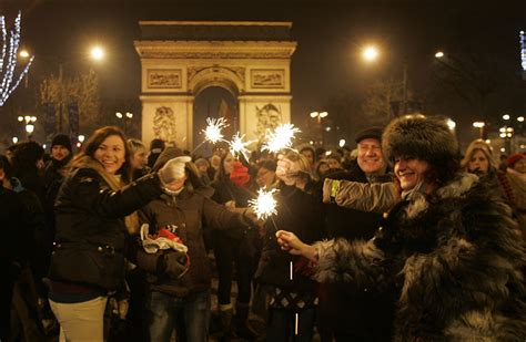 bateaux mouche paris new year s eve new year s eve in paris share wonders