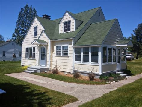 Lakefront Cottages For Rent In Michigan by Lakefront Cottage On Portage Lake Andy S Point Best