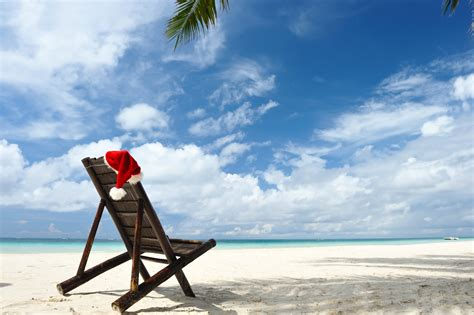images of christmas on the beach santa spotting around the world travelmanagers