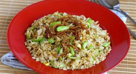 gurihnya nasi goreng ikan asin petai  makan siang