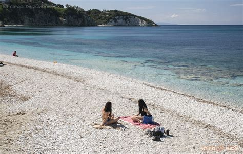 spiaggia le ghiaie spiaggia delle ghiaie all isola d elba a portoferraio