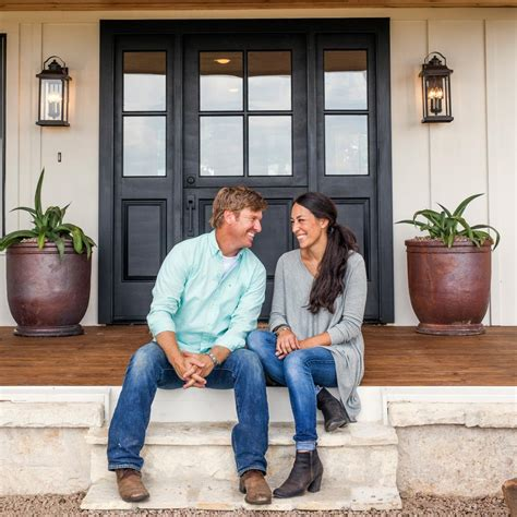 joanna chip gaines photos hgtv s fixer upper with chip and joanna gaines hgtv