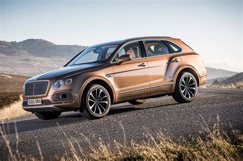 2017 bentley bentayga 2017 bentley bentayga second drive review motor trend
