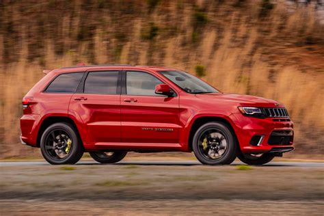 jeep grand cherokee 2018 2018 jeep grand cherokee trackhawk first look hell