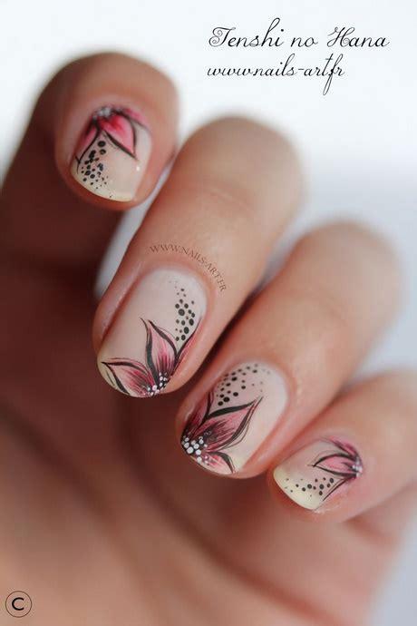 come fare i fiori sulle unghie disegni per le unghie con fiori