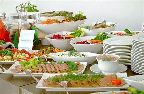 tavola apparecchiata per buffet galateo tavola rustica