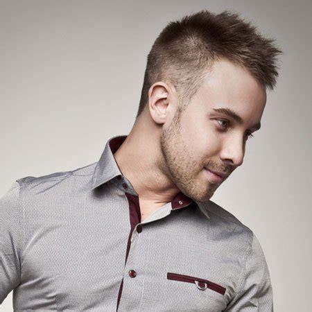 model rambut pendek pria terbaru  sesuai