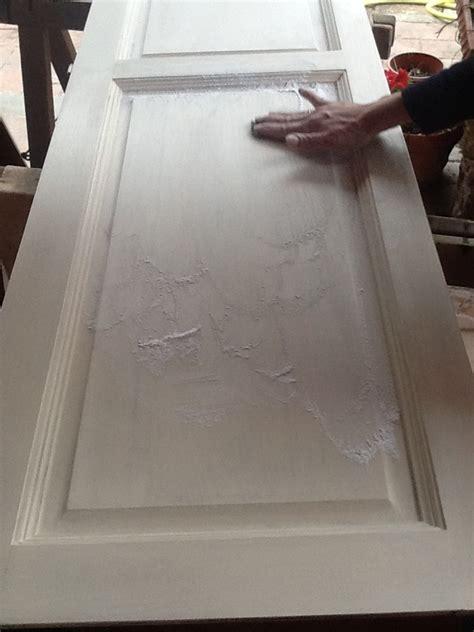 decapare un tavolo cospargete la superficie con il borotalco prendete la