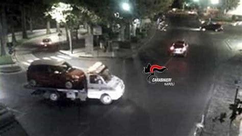 Macbook Di China l auto che sta rubando non parte ladro chiama il carroattrezzi per farsela portare sotto casa