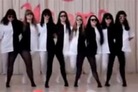 ilusiones opticas impactantes 191 ilusi 243 n 243 ptica bailando y vestidas de blanco y negro