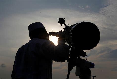 muslims   world mark beginning  ramadan month