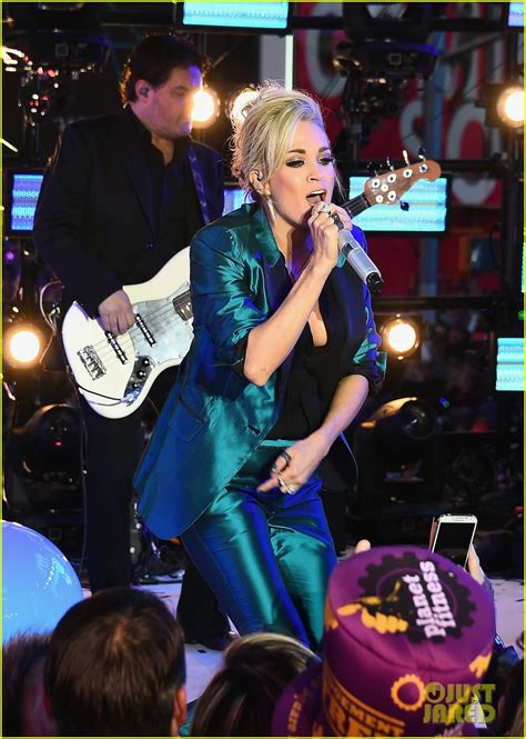 new year underwood carrie underwood performs a medley for new year s 2016