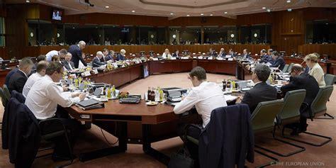 consiglio dei ministri europei i leader europei discutono preoccupati della crisi