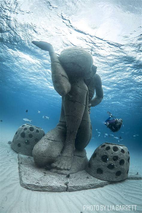 best scuba diving websites best scuba diving with statues and sculptures