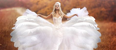 24 beautiful feather wedding dresses trend for 2017