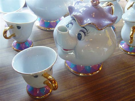 i would looooove to have this as my bedroom infant this will beauty and the beast porcelain tea set oh my gosh i would