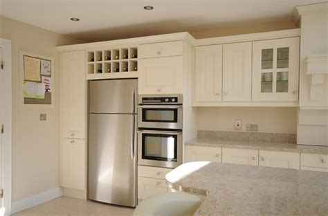 ivory colored kitchen cabinets stunning ivory painted kitchen with kashmir white granite