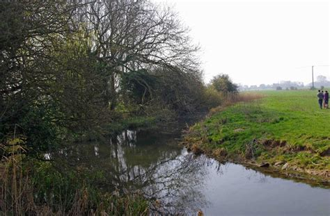 thames river tributaries a tributary of the river thames at 169 p l chadwick cc by