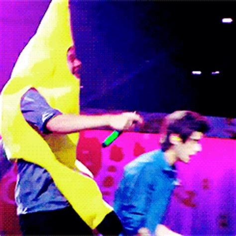 Bananas Cute Funny Harry Styles One Direction Run | harry zayn animated gif 2392999 by marky on favim com