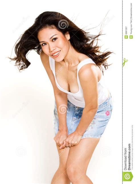 la ragazza della porta affianco porta affianco asiatica felice della ragazza