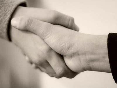 berjabat tangan usai sholat sunnah  bidah ibnu