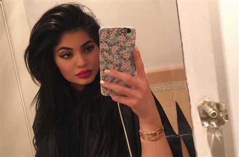 Am Selfie selfie is now a genuine health issue say doctors