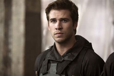gale hawthorne hunger games gale hawthorne gifs from the hunger games popsugar