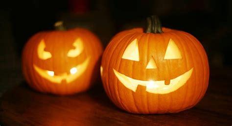 imagenes de 5 brujas comicas x halloween halloween le mus 233 e gr 233 vin hant 233 par une b 234 te terrifiante