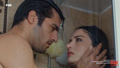 donne fanno la doccia cherry season oyku e ayaz sotto la doccia insieme