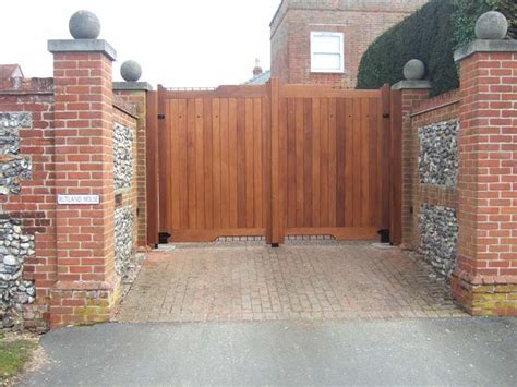 Driveway Gate Designs Wood 37 Best Images About Redwood Gates On Woods