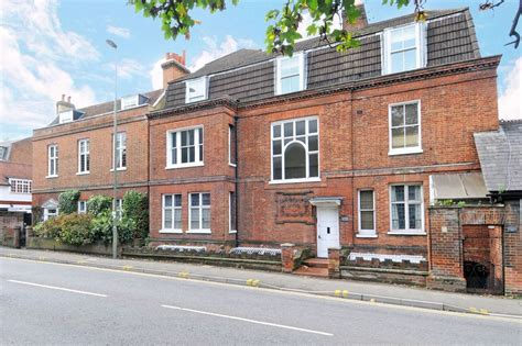 houses to buy in esher houses to buy in esher families flocking out of to buy homes in esher get surrey
