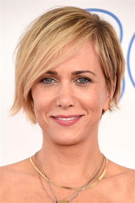 razor cut for after 40 kristen wiig layered razor cut trendy hairstyles hair