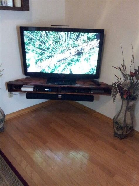 corner pallet tv shelf could do this in the basement