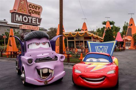 Aubeau Lightening Mask lightning mcqueen and mater show their car