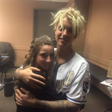 justin fan justin bieber is through taking photos with fans i feel