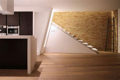 decoraci 243 n interiores minimalistas con paredes de piedra - Lärche Dielenboden