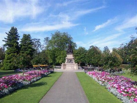 war memorial picture of cannon hill park birmingham