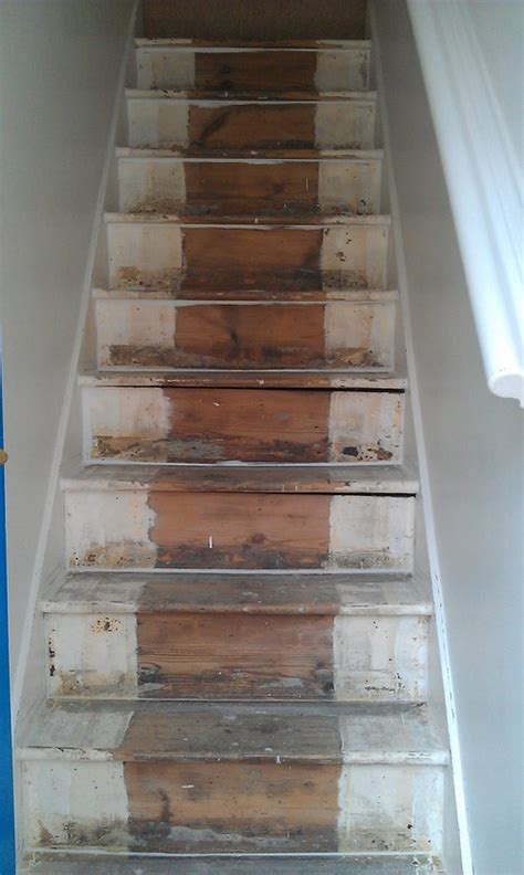 decorating a narrow stairway with high ceiling