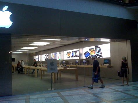 store canada apple store rideau ottawa opens today get a free tshirt