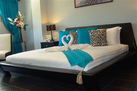hotel rooms in thailand deluxe room thevenue jomtien
