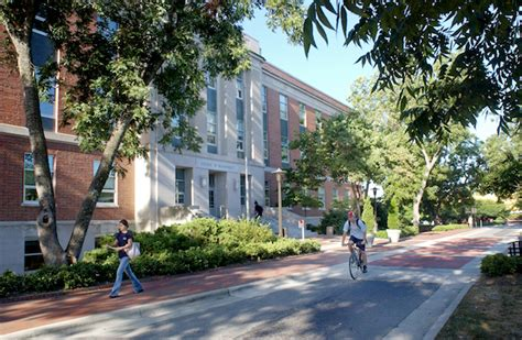 Mba Schools In Nc by In The Shadows Of Duke Unc