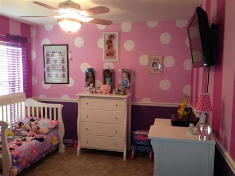 minnie mouse bedroom decor minnie mouse room 2 walls minnie polka dots 2 walls 2 toned stripes from minnie s bow tique