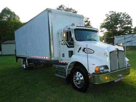 kw box truck kenworth t 300 2001 daycab semi trucks