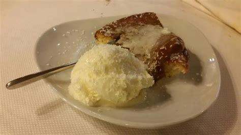 la terrazza rivarolo dolce al cocco con torta al cocco calda e gelato al cocco