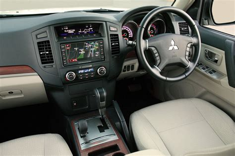 mitsubishi shogun 2017 interior super select wikipedia